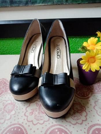 Foto Carousel Producto: Zapatos Opposite Con Moño En Cuero GoTrendier