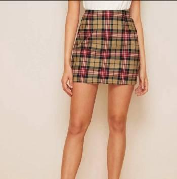 Foto Carousel Producto: Mini falda shein cuadros tartán GoTrendier