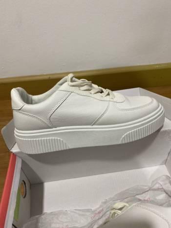 Foto Carousel Producto: Tenis nuevos blancos  GoTrendier