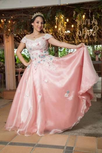 Foto Carousel Producto: Vestido primavera de quinces.  GoTrendier