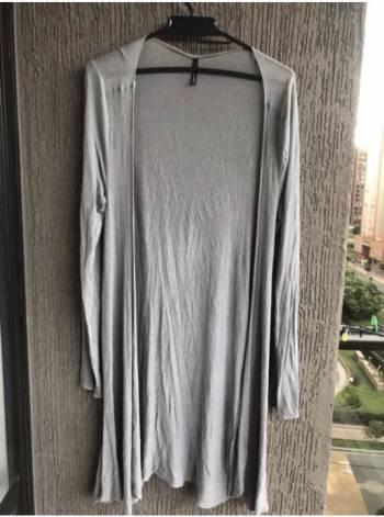 Foto Carousel Producto: Saco largo gris GoTrendier