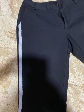 Foto Carousel Producto: Pantalón  lineas laterales blancas  GoTrendier