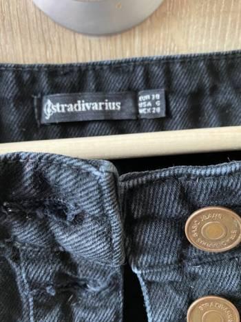 Foto Carousel Producto: Falda negra stradivarius GoTrendier