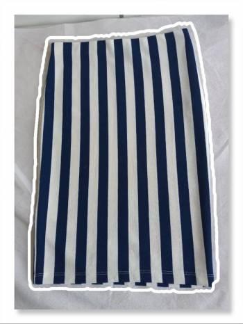 Foto Carousel Producto: Falda tubo lapiz de rayas stradivarius  GoTrendier