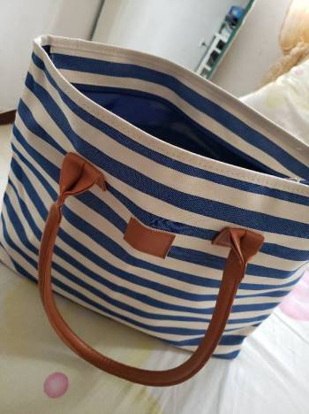 Foto Carousel Producto: Bolso tote rayas tipo jeans GoTrendier
