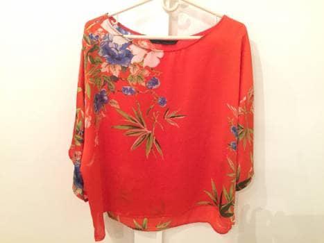 Foto Carousel Producto: Blusa fondo naranja con estampado de flores GoTrendier