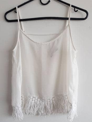 Foto Carousel Producto: Blusa blanca con flecos GoTrendier