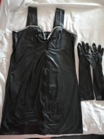 Foto Carousel Producto: Vestido negro con taches  GoTrendier